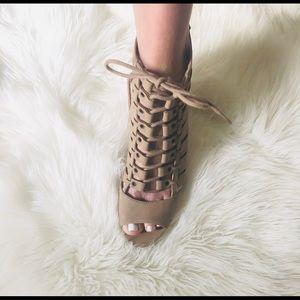 Women's tan 👠 heels